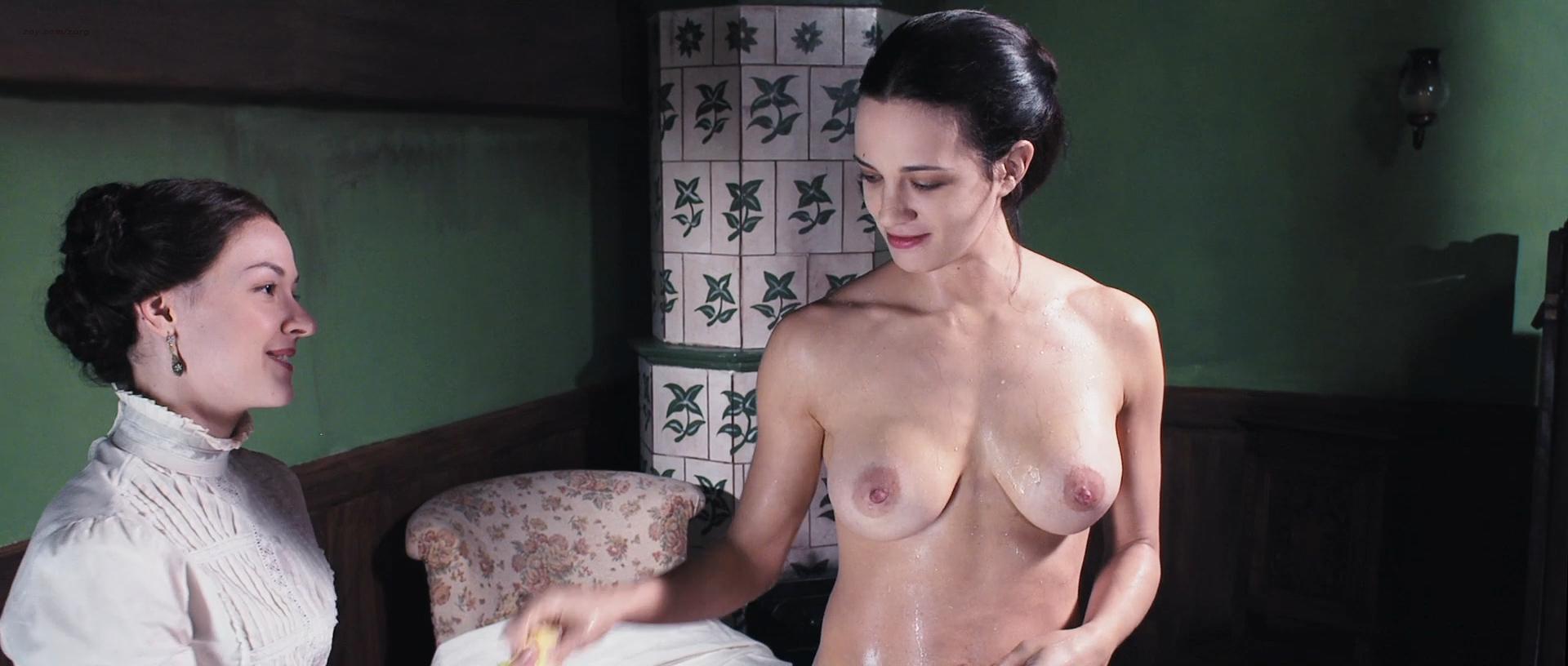 [Imagen: Asia-Argento-nude-and-Miriam-Giovanelli-...80p-13.jpg]