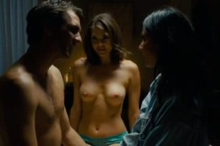 Olivia Munn hot sexy and Nikki Moore nude topless Helena Masstsson nude topless – The Babymakers (2012) hd1080p