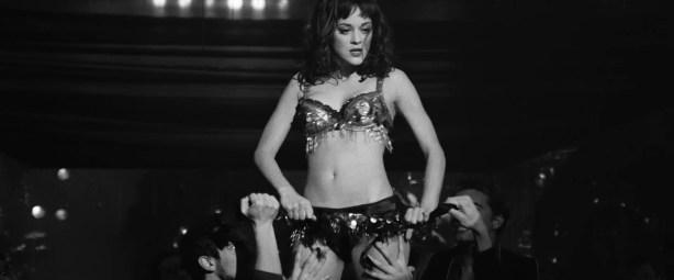 Penelope Cruz hot lingerie, Marion Cotillard and Fergie hot too - Nine (2009) HD 1080p BluRay (16)