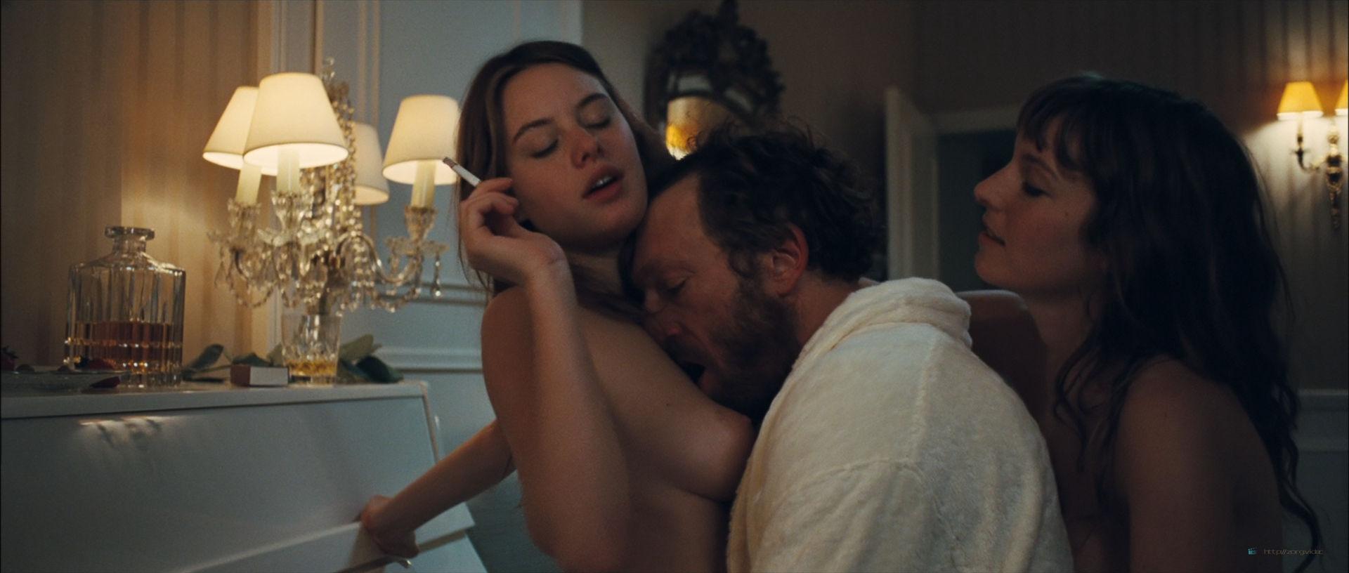 Camille Rowe nude and Josephine de La Baume nude sex threesome - Notre jour viendra (FR-2010) HD 1080p BluRay (8)