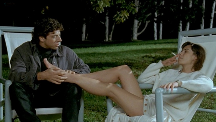 Mathilda May nude full frontal - Toutes peines confondues (1992) (5)