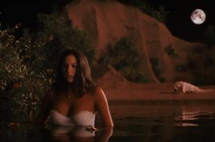 Genesis Rodriguez butt naked and wet - Casa de mi Padre (2012) hd720p