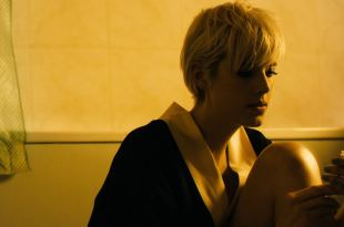 Agyness Deyn nude topless in the bath – Pusher (2012) HD 1080p
