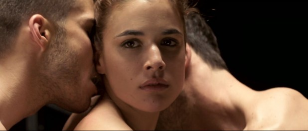 Adriana Ugarte nude topless and sex threesome - Lo contrario al amor (SP-2011) HD 1080p 4
