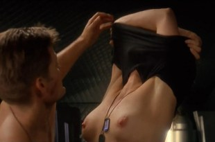 Dina Meyer nude topless in the shower and some mild sex – Starship Troopers (1997) hd1080p