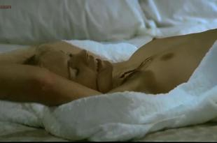 Teresa Ann Savoy nude bush and topless – Le faro da padre (1974)