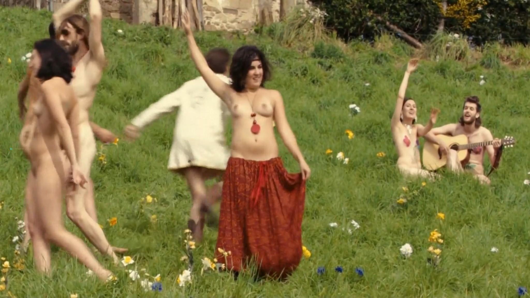 Laetitia Casta nude butt naked topless and hot sex - Nés en 68 (2008) HD 1080p (8)