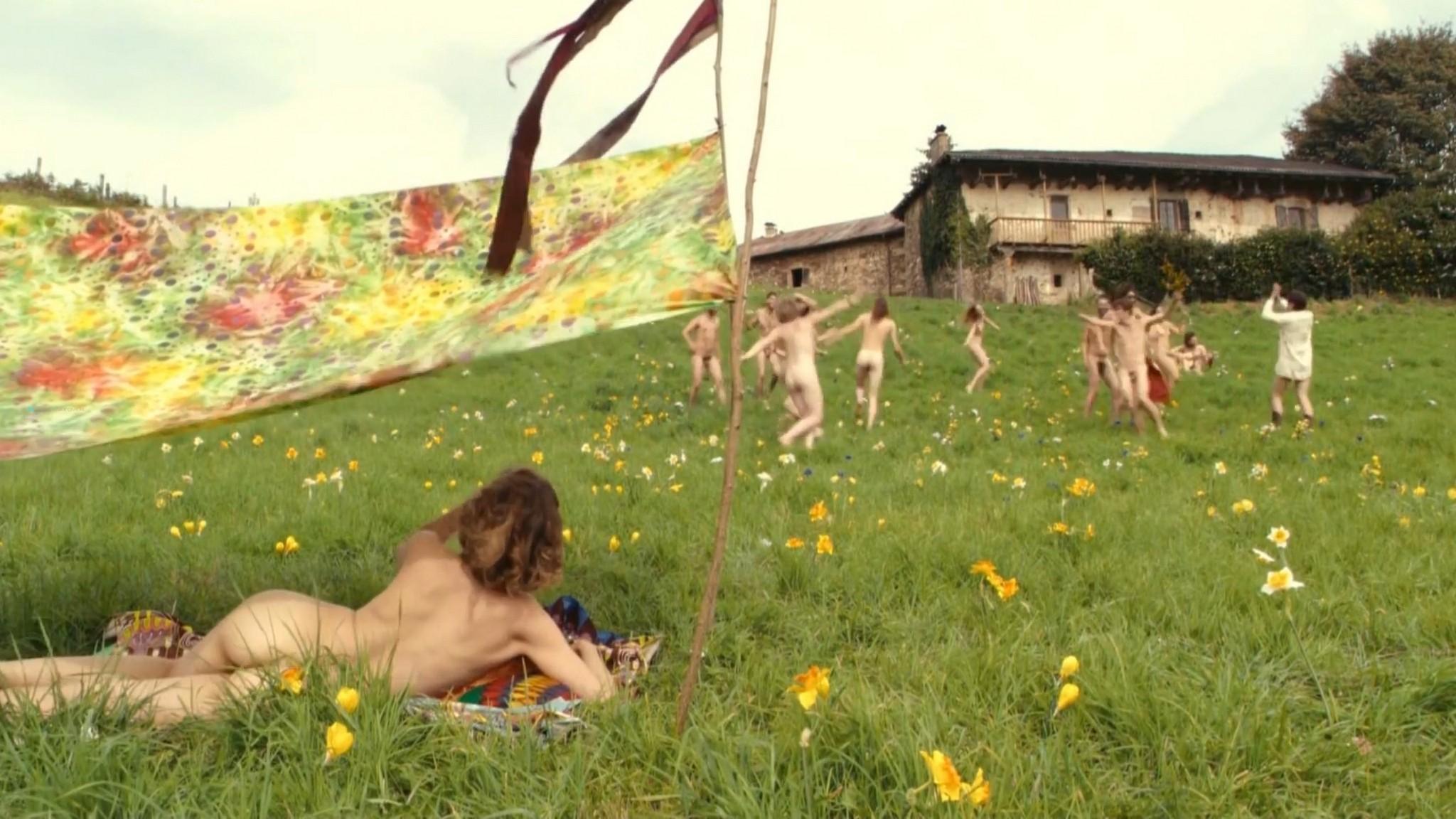 Laetitia Casta nude butt naked topless and hot sex - Nés en 68 (2008) HD 1080p (7)