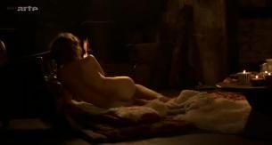 Laetitia Casta nude butt naked topless and hot sex - Nés en 68 (2008) (15)