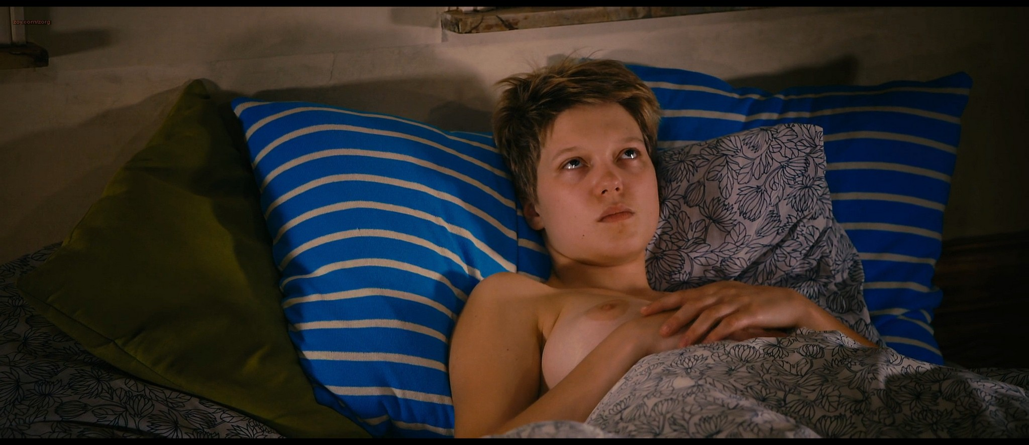 Lea Seydoux and Adele Exarchopoulos in explicit lesbian sex all nude - Blue Is the Warmest Color (2013) HD 1080p BluRay (2)