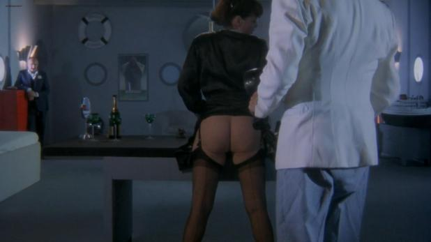 Serena Grandi nude butt topless and sex doggy style in Tinto Brass - Frivolous Lola (1998) hd1080p