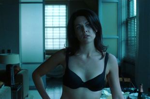 Charlize Theron hot in the tub and Lauren Graham hot in lingerie- Sweet November (2001) HD 1080p (11)
