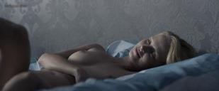 Marta Nieradkiewicz nude topless bush oral and sex in Polish movie - Plynace wiezowce (PL-2013)