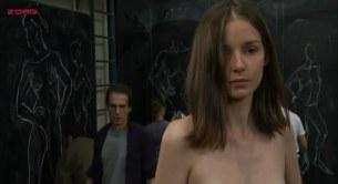 Patricia Chraskova nude full frontal topless and bush - À l'est de moi (2008) (5)