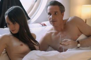 Gaite Jansen nude topless in – Steekspel (NL-2012)