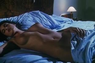 Monica Bellucci nude topless and hot – Vita coi figli (1990)