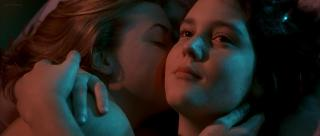 Kate Winslet and Melanie Lynskey hot lesbians in - Heavenly Creatures (1994) hd1080p (1)