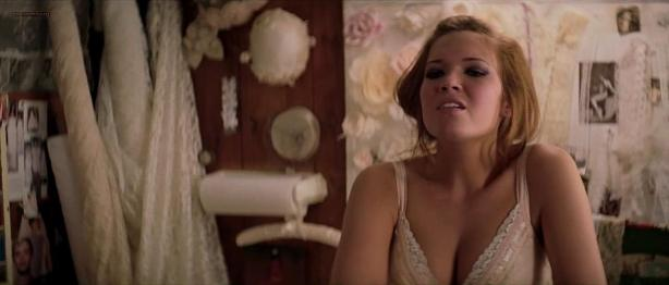 Kate Winslet hot and sexy Mary-Louise Parker and Mandy Moore hot cleavage - Romance & Cigarettes (2005) hd720p (7)