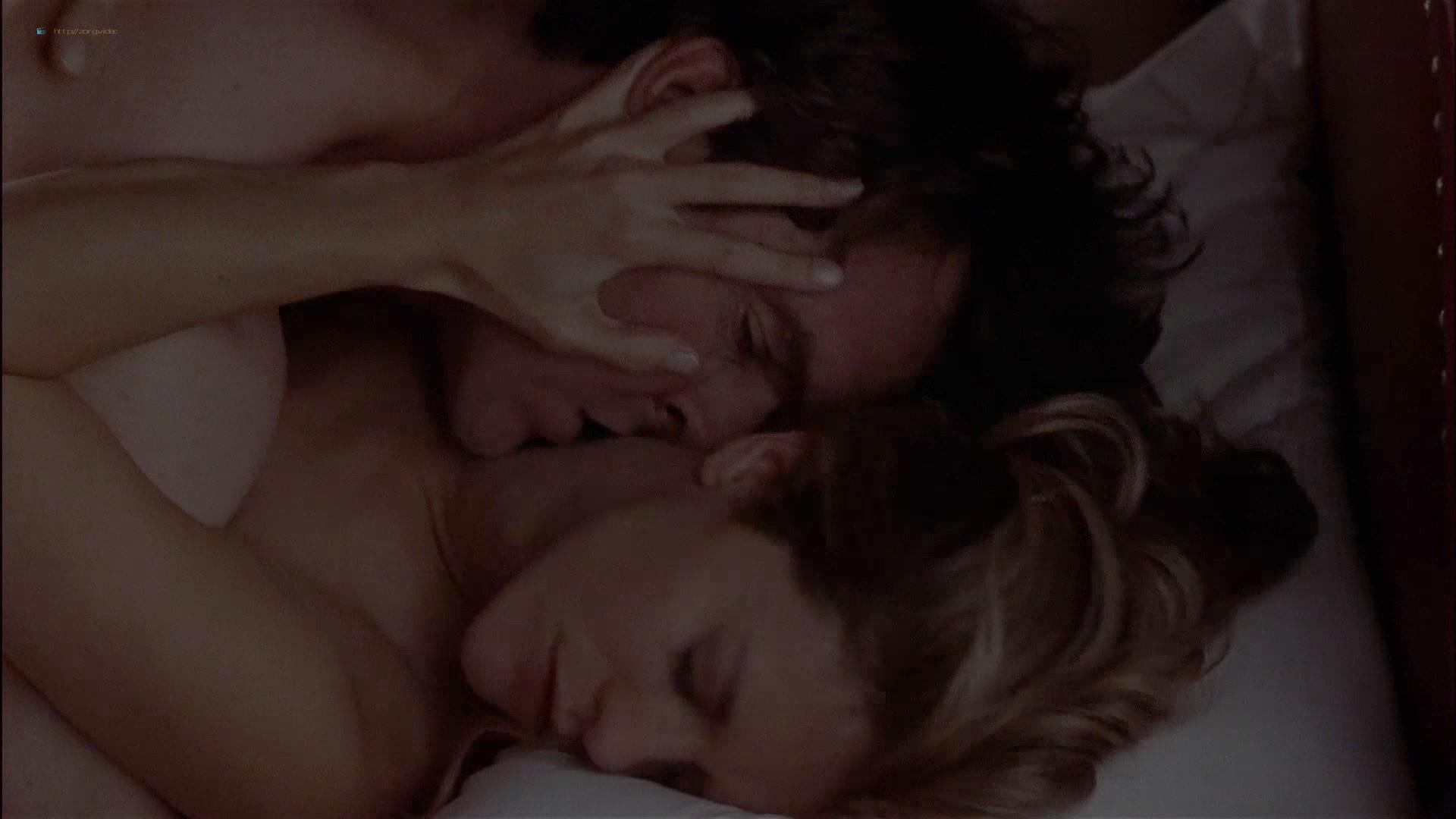 Gwyneth Paltrow nude Meg Ryan and Barbara Alyn Woods nude too - Flesh and Bone (1993) HDTV 1080p (7)