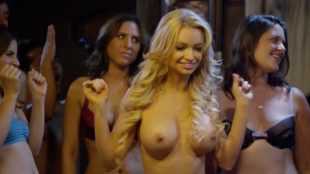 Mindy Robinson nude huge boobs - Alpha House (2014) hd1080p