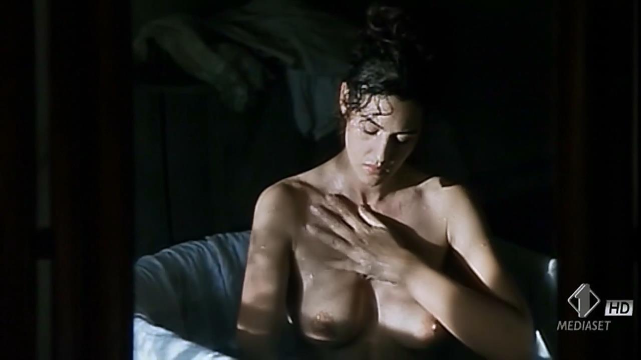 Monica Bellucci nude topless wet and sex outdoor - Briganti; Amore e liberta (1993) hdtv720p (3)