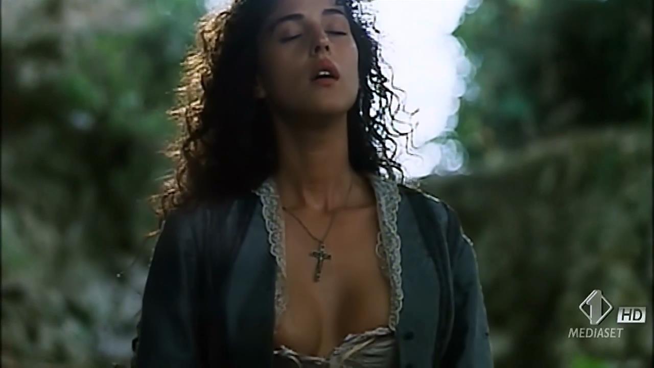 Monica Bellucci nude topless wet and sex outdoor - Briganti; Amore e liberta (1993) hdtv720p (1)