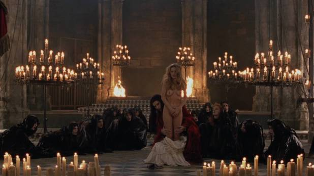Laure Marsac nude topless and bush Nicole DuBois nude stripping and Indra Ové hot cleavage - Interview With The Vampire (1994) hd1080p (9)