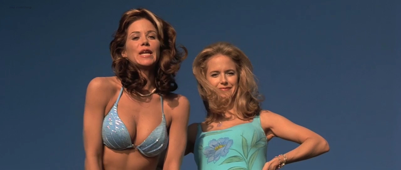 Christina Applegate hot in bikini Gwyneth Paltrow & Kelly Preston all hot and sexy - View from the Top (2003) hd720p (4)