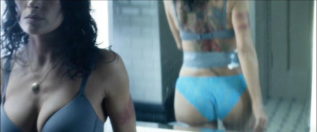 Salma Hayek nude butt naked and great cleavages - Everly (2014) hd1080p BluRay (9)
