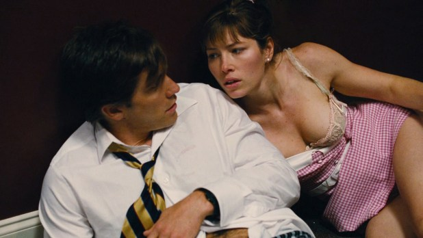 Jessica Biel hot leggy and some great cleavage - Accidental Love (2015) hd720-1080p