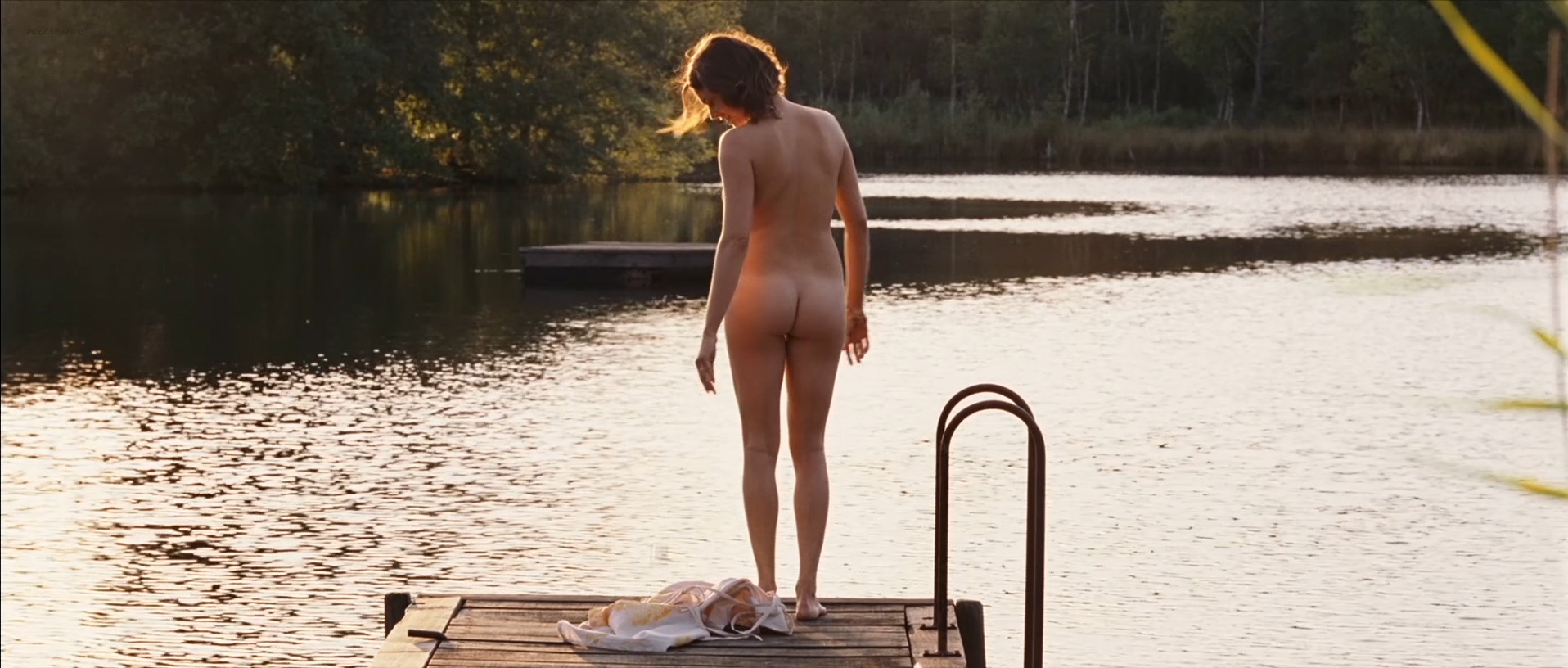 Marie-Josée Croze nude full frontal butt and skinny dipping - Ne Le Dis A Personne (FR-2006) hd1080p (5)