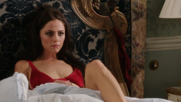Alexandra Park hot in bra - The Royals (2015) s1e3 hd720p (4)