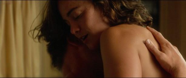 Alice Braga nude topless and Teresa Palmer hot but not nude - Kill Me Three Times (2014) hd1080p BluRay (7)
