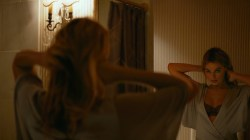 Margot Robbie hot in bikini some sex and nipple - Focus (2015) hd1080p (8)