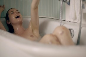 Agyness Deyn nude topless bush and sex – Electricity (UK-2014) WEB-DL hd720p