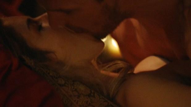 Emily Bett Rickards nude sex but covered - Arrow (2015) s3e20 hd720p. (8)