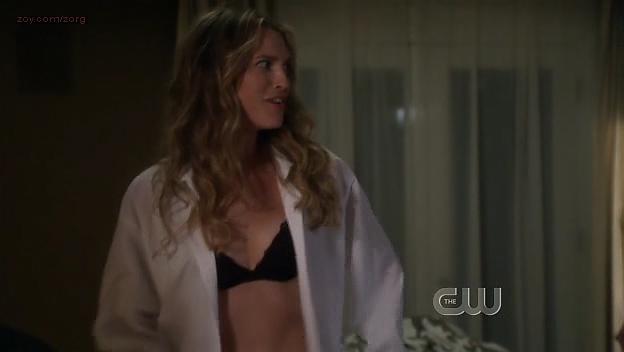 Sara Foster hot in bra - 90210 (2009) s1e24. (4)