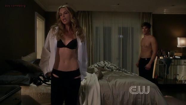 Sara Foster hot in bra - 90210 (2009) s1e24. (2)