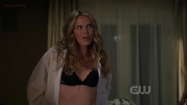 Sara Foster hot in bra - 90210 (2009) s1e24. (1)