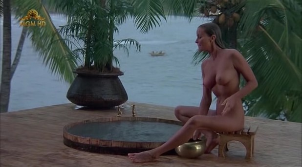 Bo Derek nude full frontal - Ghosts Can't Do It (1989) (6)