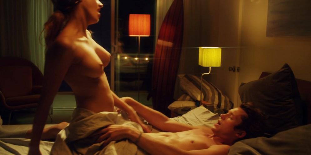 Chloe Bridges hot bikini Jillian Murray hot Mindy Robinson nude - Mantervention (2014) hd720-1080p (2)