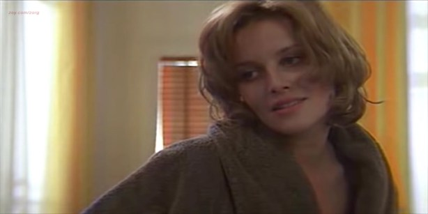 Florence Thomassin nude topless and sex - Les victimes (FR-1996) (5)