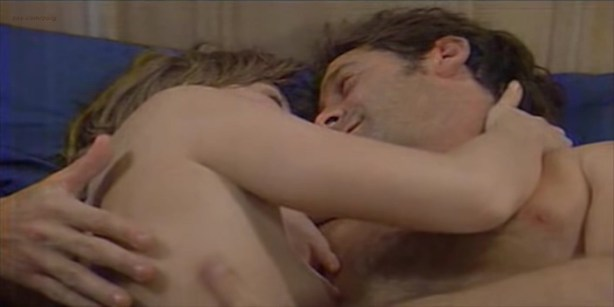Florence Thomassin nude topless and sex - Les victimes (FR-1996) (3)