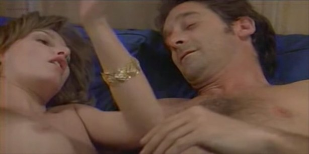 Florence Thomassin nude topless and sex - Les victimes (FR-1996) (2)