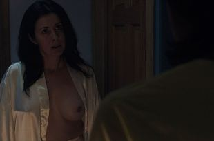 Maika Monroe hot Leisa Pulido nude Alexyss Spradlin other nude full frontal - It Follows (2014) HD 1080p (3)