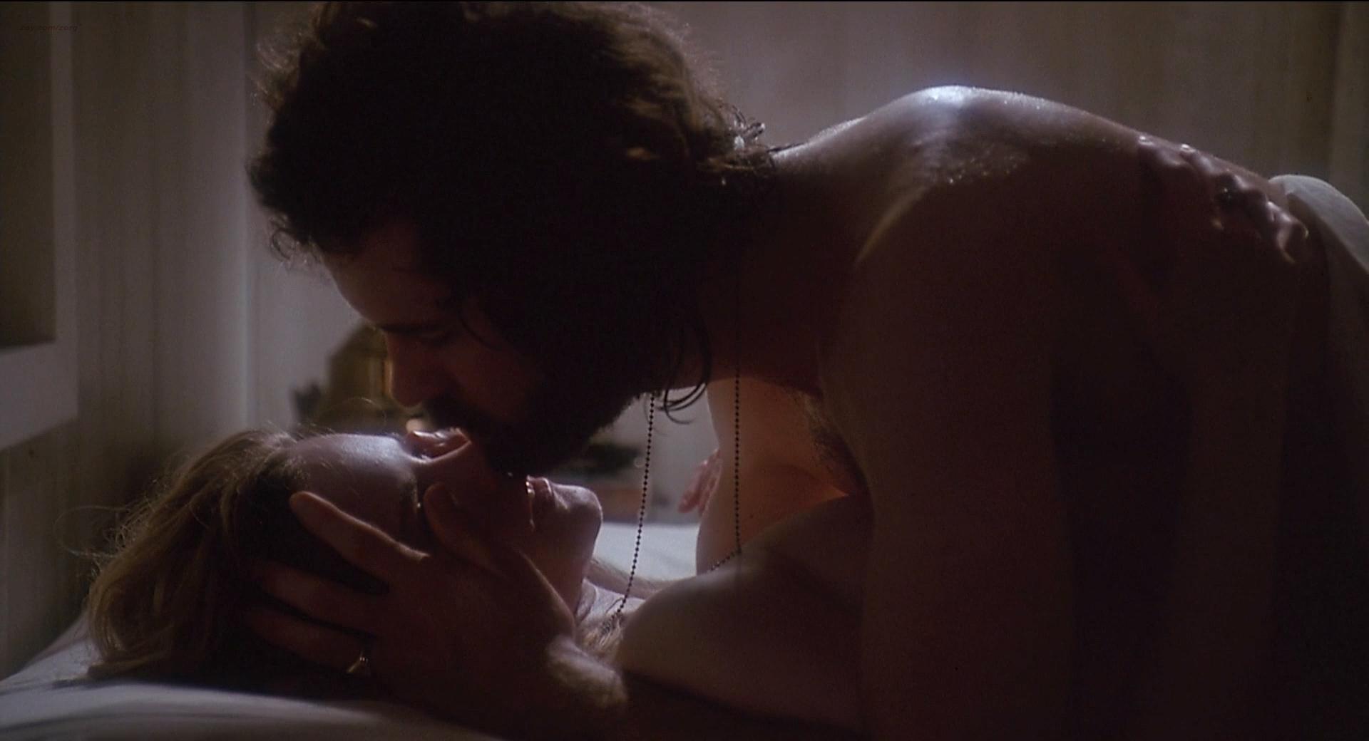 jennifer jason leigh nipple