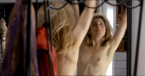 Helen Slater nude topless and nude while changing - A House in the Hills (1993) (10)