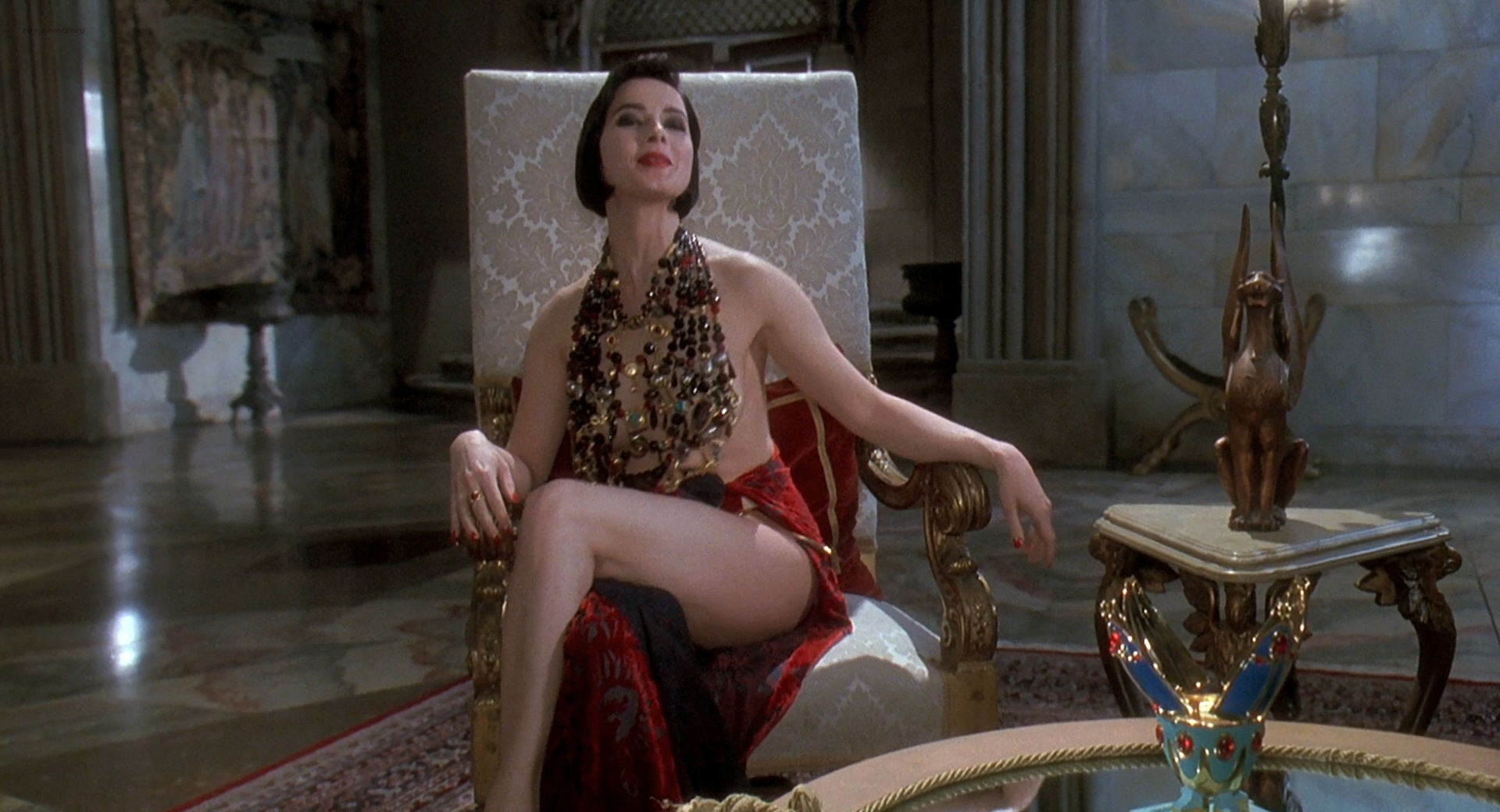 Isabella Rossellini nude side boob Catherine Bell nude butt and others -  Death Becomes Her (