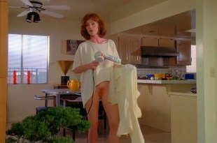Julianne Moore nude bush Madeleine Stowe nude and others nude too - Short Cuts (1993) hdtv720p (14)