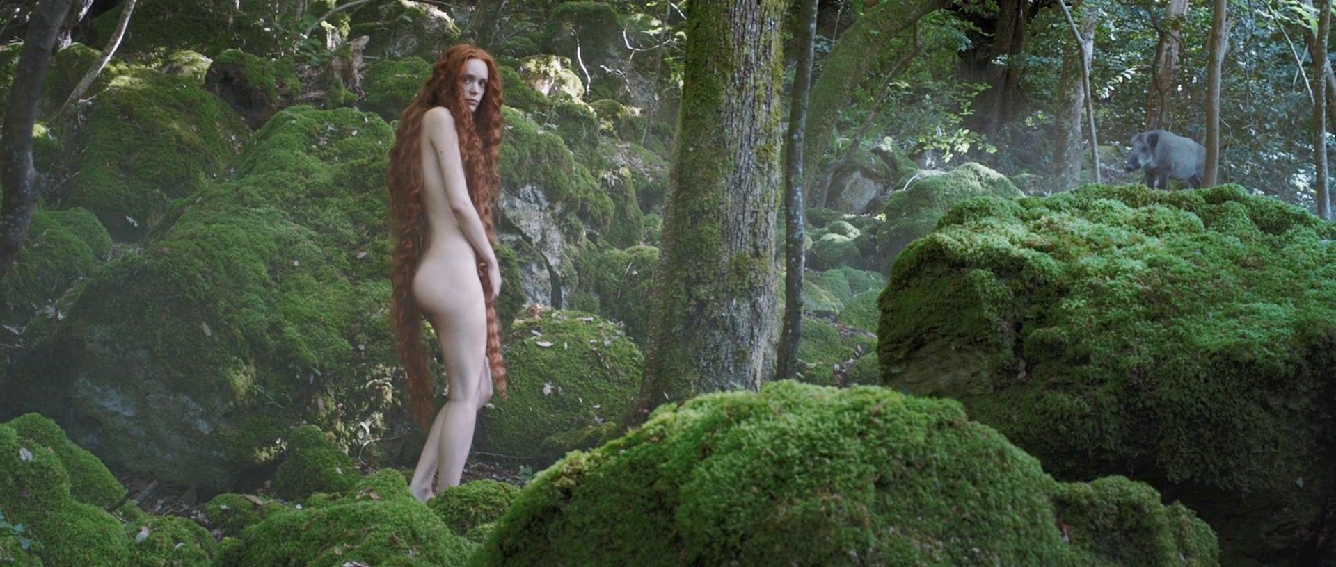 Stacy Martin nude butt others nude - Il racconto dei racconti (2015) hd1080p (3)